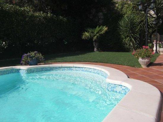 Les Pervenches : piscine