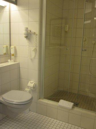 Best Western Premier Parkhotel Kronsberg: Bathroom