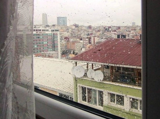 Five Boutique Hotel : View over rainy roofs