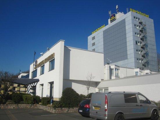 Best Western Premier Parkhotel Kronsberg: Outside of hotel