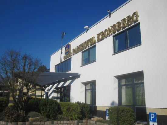 Best Western Premier Parkhotel Kronsberg: Front of hotel