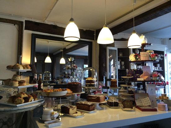 Bletchingley, UK: Cakes, scones and pastries!...