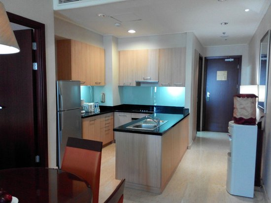 The Mayflower, Jakarta - Marriott Executive Apartments: Fully equipped kitchen