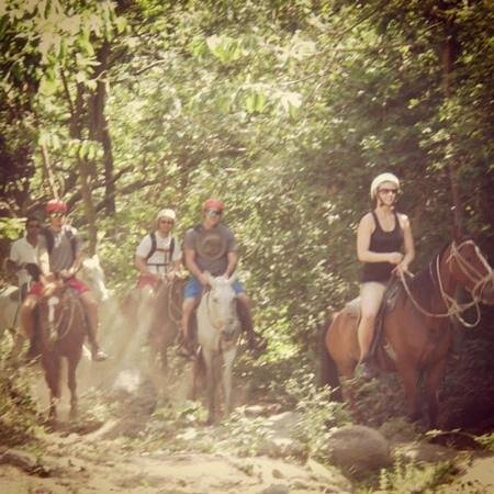Adventours Costa Rica: Horseback Ride to the hot springs