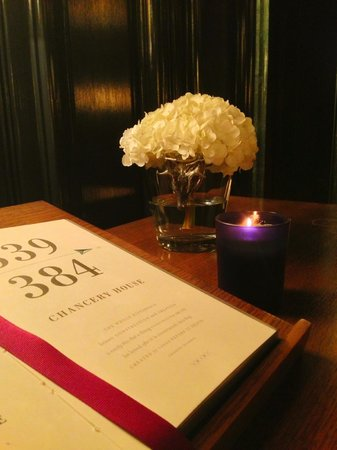 Rosewood London : Room guide on the floor