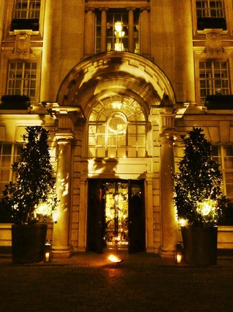 Rosewood London : One of the entrances