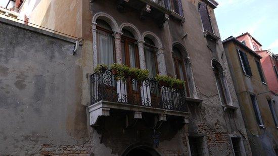 Hotel Al Ponte Mocenigo: Our room and balcony