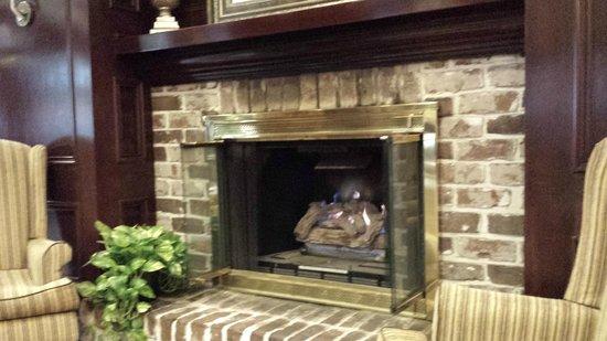 Hampton Inn Savannah - Historic District: Front lobby fireplace