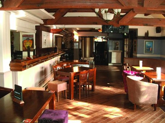 The Elwes Arms: Drinking area
