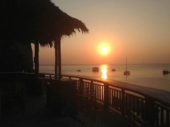Koh Tao Bamboo Huts: All resort has a great sunset view. This is from Sunlight restaurant