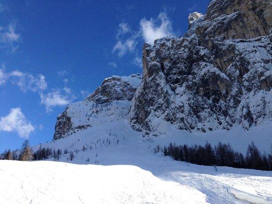 Civetta Ski Resort: Costone del Civetta da una pista