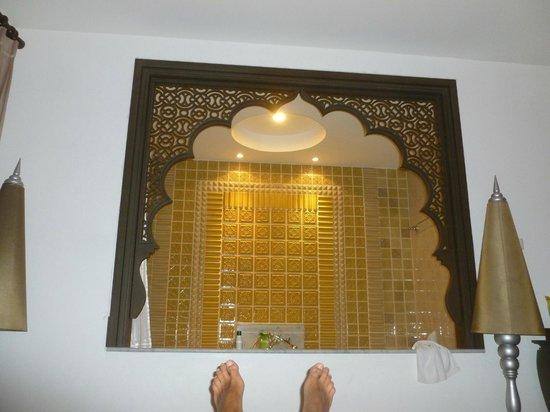 Chillax Resort : Vue sur la baignoire... depuis le lit :)