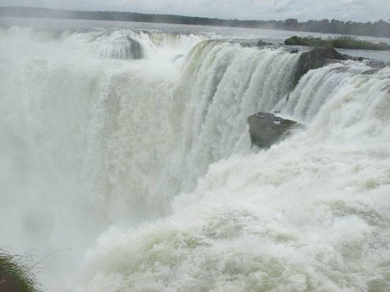 Cataratas del Iguazú: The Devil's Throat - The water goes in but never comes out!