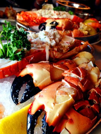 Fontainebleau Miami Beach: Joe's Stone crab, Seafood platter.