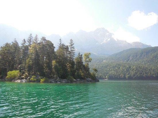 Eibsee: アイブ湖とツークシュピッツェ