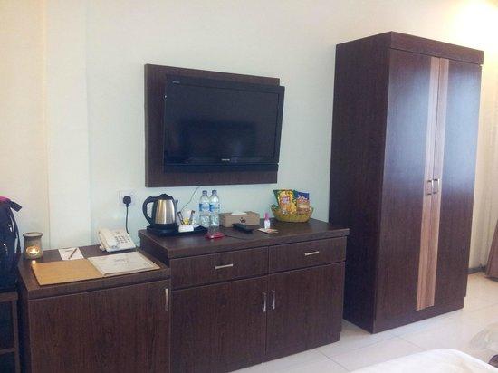 Bintan Spa Villa Beach Resort: Tea and coffee making facilities, and oil burner
