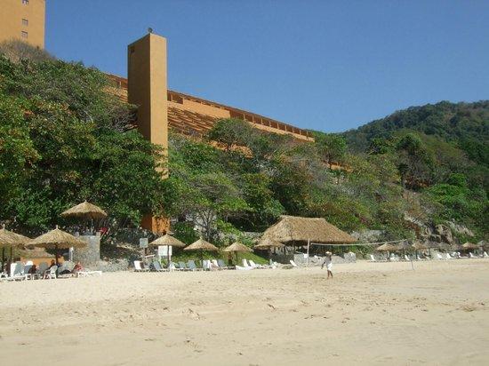 Las Brisas Ixtapa: Hotel from the beach
