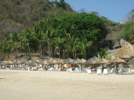 Las Brisas Ixtapa: Beach area