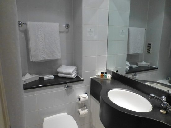 Holiday Inn London-Heathrow M4, Jct. 4: Bathroom