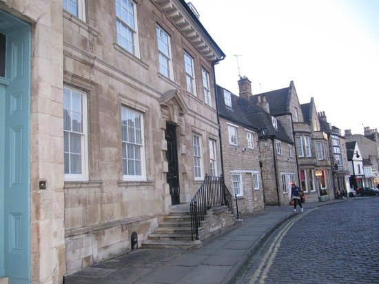 The Crown Hotel Stamford: Front portico of Hotel