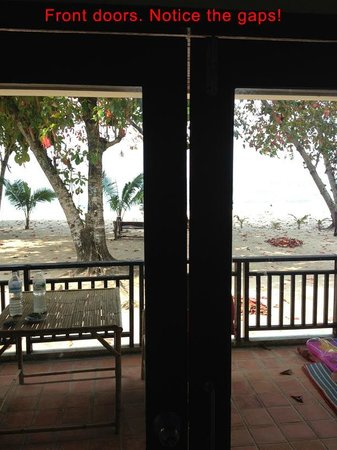 Siam Beach Resort: Front door gaps. No sound proofing.