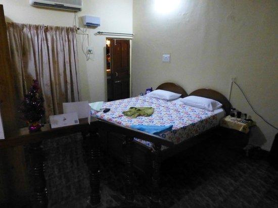 Alexandra's Hotel: room