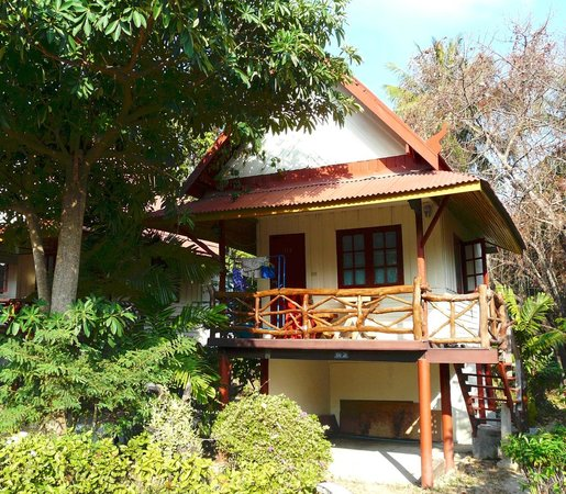 Nice Moon Resort: Basic fan bungalow seen from the outside
