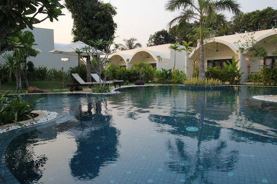 Navutu Dreams Resort & Wellness Retreat : Pool