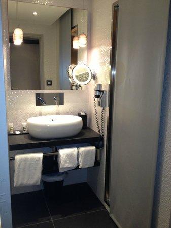 Mercure Dijon Centre Clemenceau : salle de bain moderne