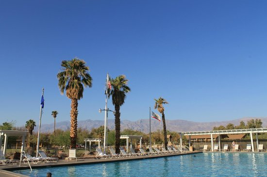 Furnace Creek Inn and Ranch Resort : Swimming pool at Furnace Creek Ranch.