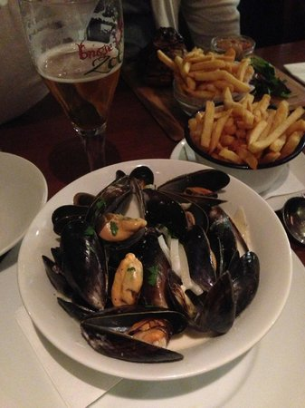 Lowlander : Mussels with cream and shallot