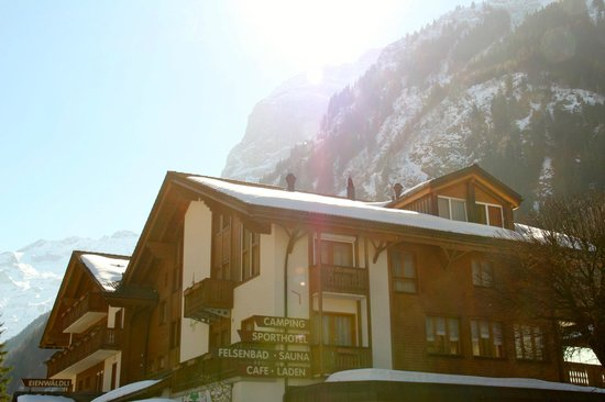 Sporthotel Eienwaldli: Hotel Fassade (style Chalet)