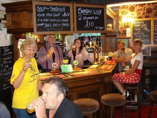 Robin Hood Pub: Cheers!