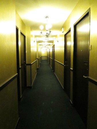 Jinshan Hotel : Hotel Corridor