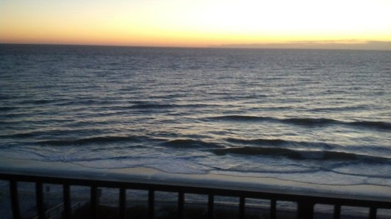 One Ocean Resort & Spa : Early sunrise from our balcony.