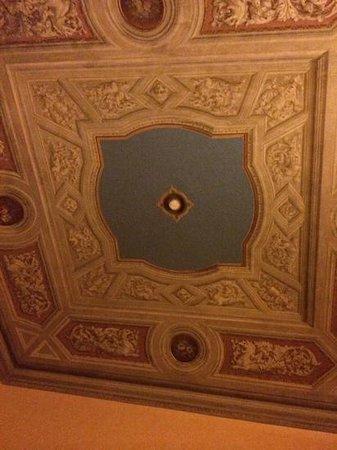 Hotel Montebello Splendid: soffitto della stanza 49