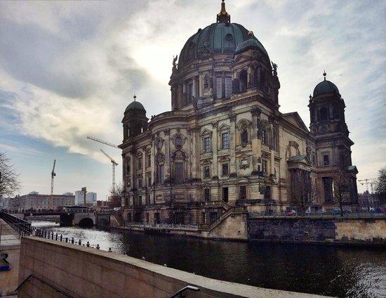 Berliner Dom: side view