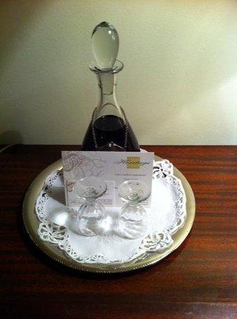 As Janelas Verdes: carafe of port in our room