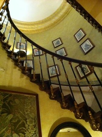 As Janelas Verdes: wonderful hotel staircase