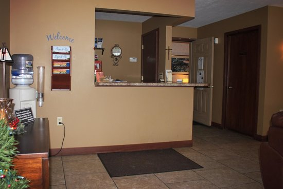 Lakeside Motor Inn: Lobby