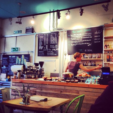 WIRED Cafe Bar: Lovely vibe and beautiful coffee... And vice versa!