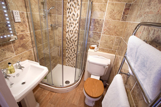 Lynton Cottage Hotel: Deluxe Room en suite shower room