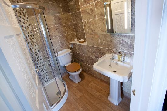 Lynton Cottage Hotel: Superior room with dual aspect seaviews, and en suite shower room