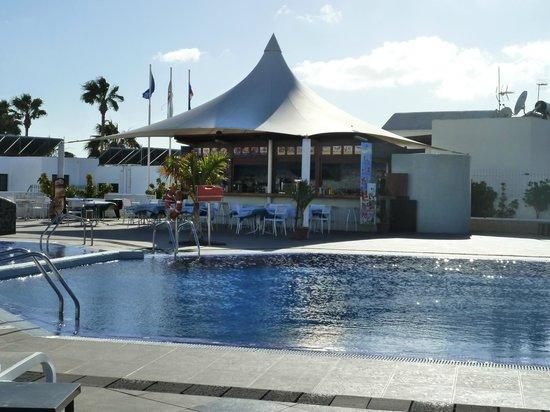 Relaxia Lanzaplaya Apartments: Pool Bar