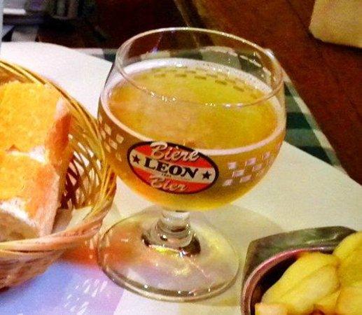 Chez Leon: とりあえずビール