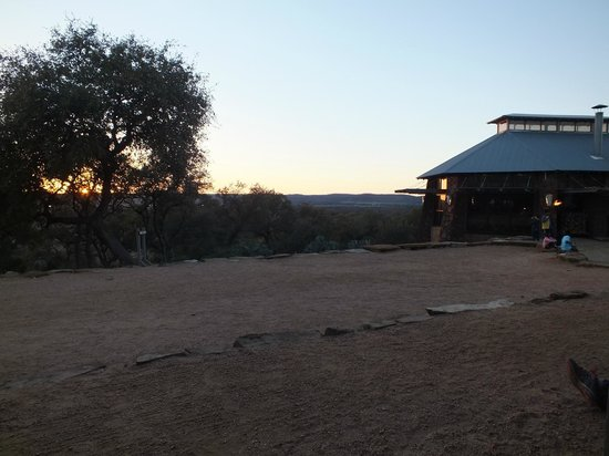 Canyon of the Eagles Resort : Sunset view from the porch of the Eagle's Nest Lounge