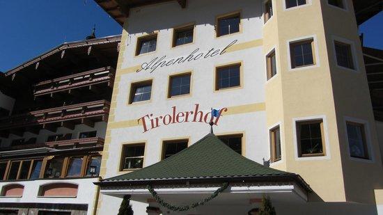 Alpenhotel Tirolerhof: Das Hotel von der Strassenseite