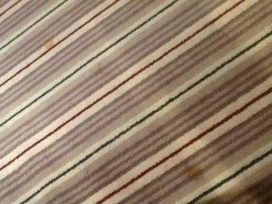 Village Hotel Nottingham: Stained carpet