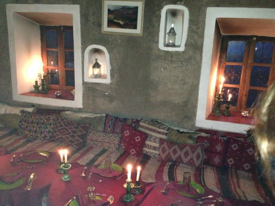 Douar Samra : Communal dining area (cosy with lovely fire)