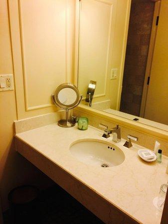 JW Marriott New Orleans: Bathroom 1922